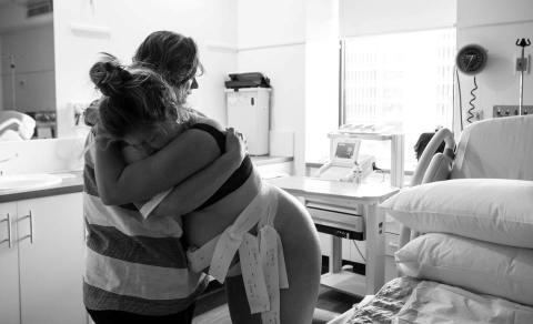 Doula, Tempat Mencurahkan Segala Ketakutan Sekaligus Memberi Ketenangan Ibu Hamil