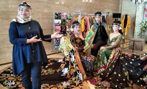 Keindahan Teknik Melukis dan Digital Hasilkan Batik yang Cantik